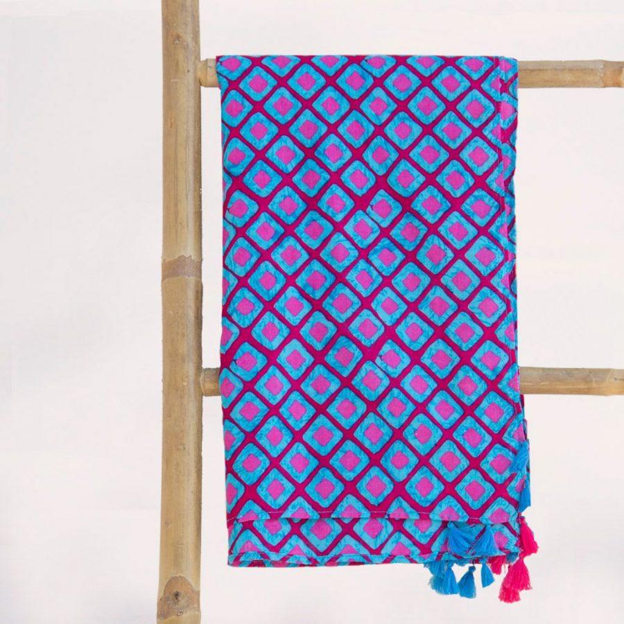 Pareo-playa-grande-orginal-africano-pompones-azul-rosa-ukat