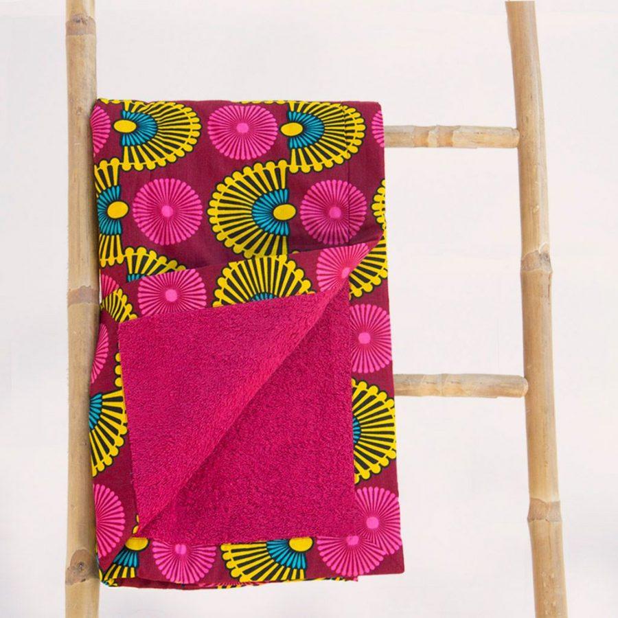 Toalla-playa-tela-africana-wax-estampada-rosa-magenta-ukat