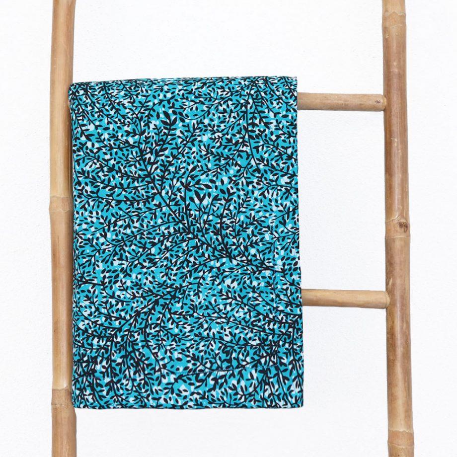 Toalla-playa-original-tela-wax-etnica-azul-turquesa-flores-ukat